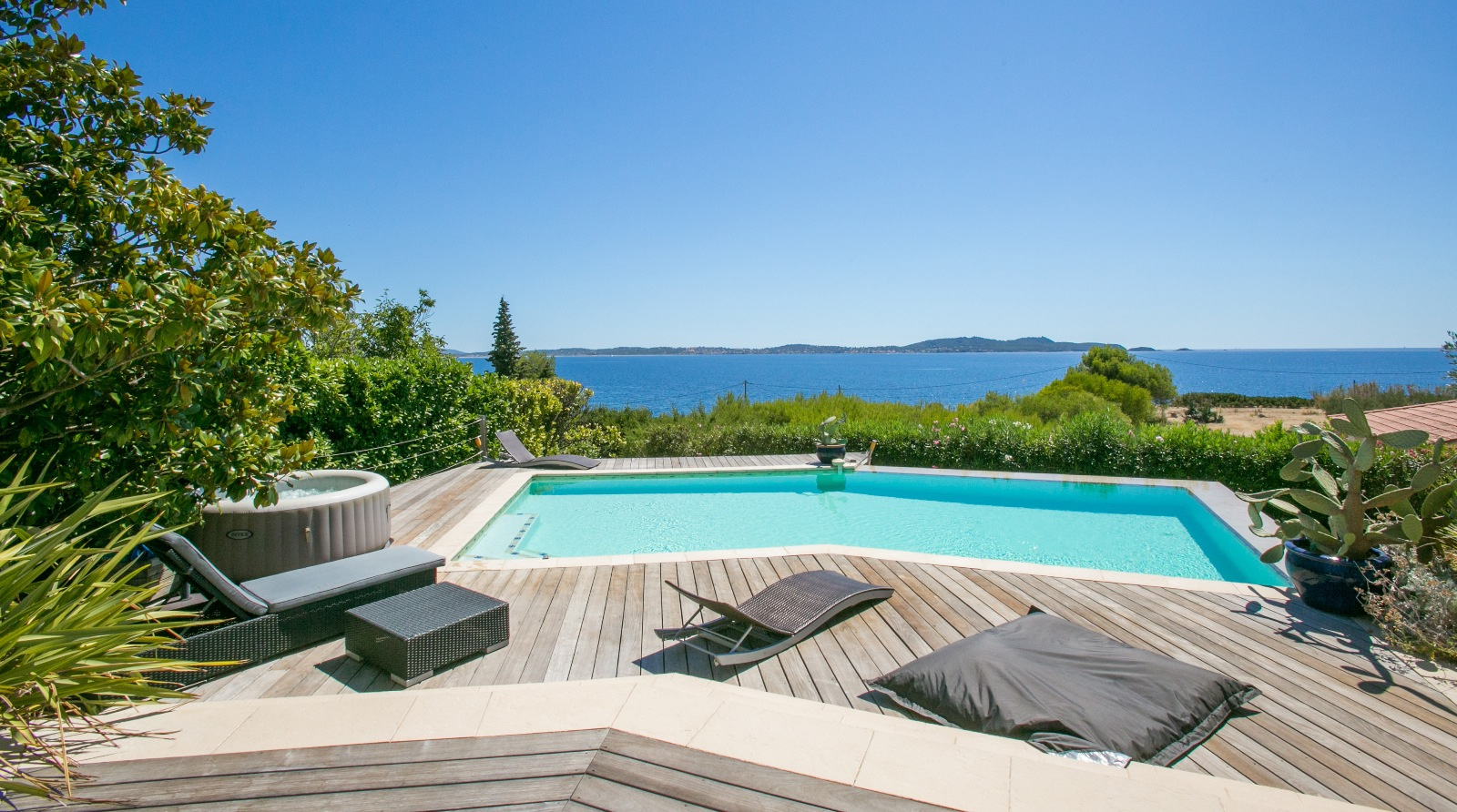 L 39 agence hy res immobilier hy res centre ville vue for Piscine hyeres